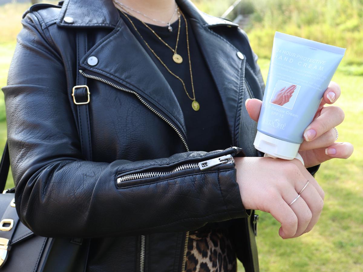 Handcreme met verzorgende olie en SPF15 voor verbeteren huidbalans