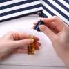 Nagels herstellen na kunstnagels of medicijngebruik met het voedende nagelserum