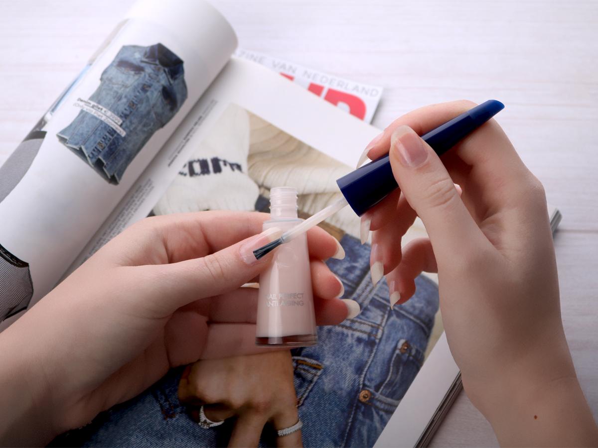 Lak voor voeden, beschermen en herstellen nagels vroegtijdige huidveroudering