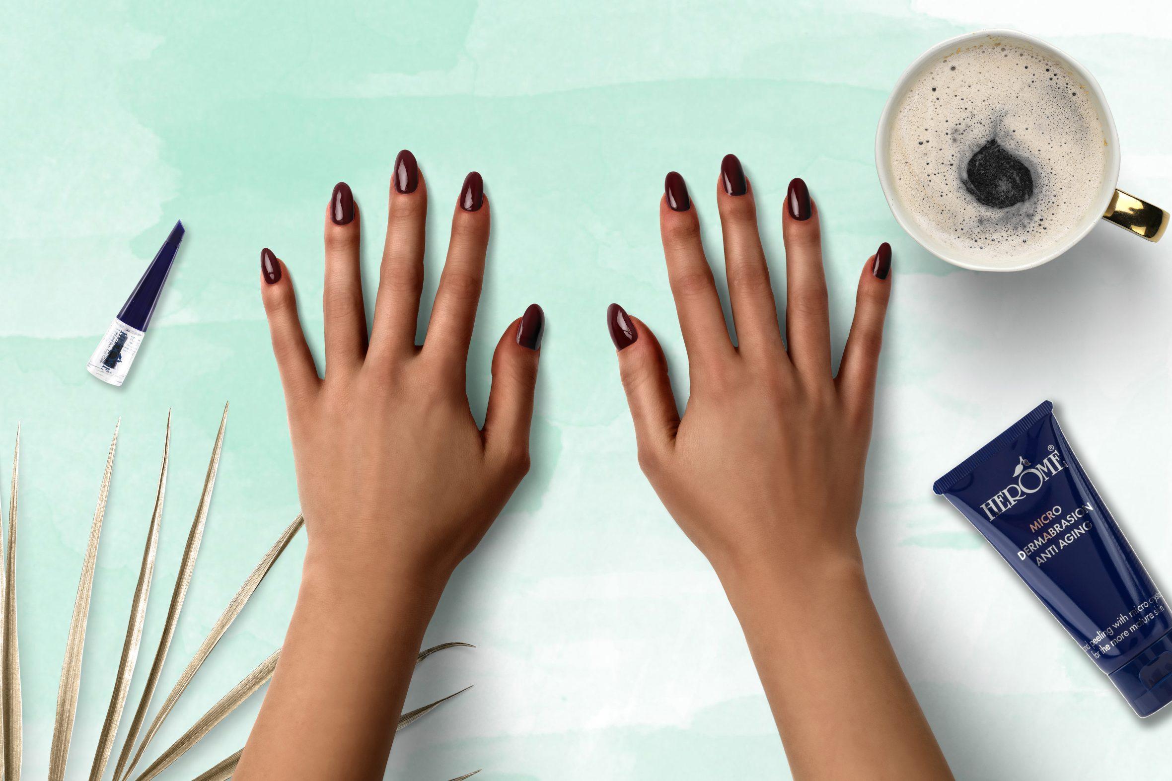 Cherry nagellak van Herôme voor je manicure
