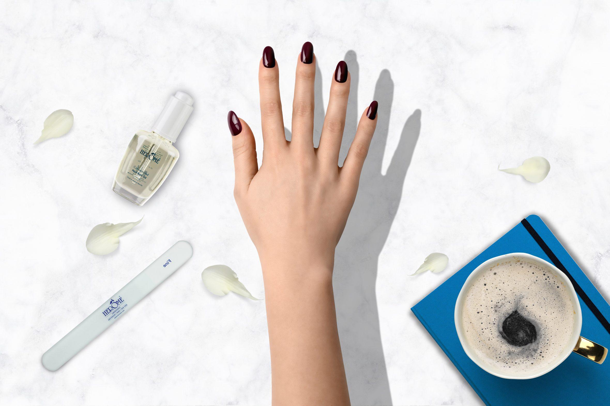 Paarse nagellak nummer 107 van Herôme