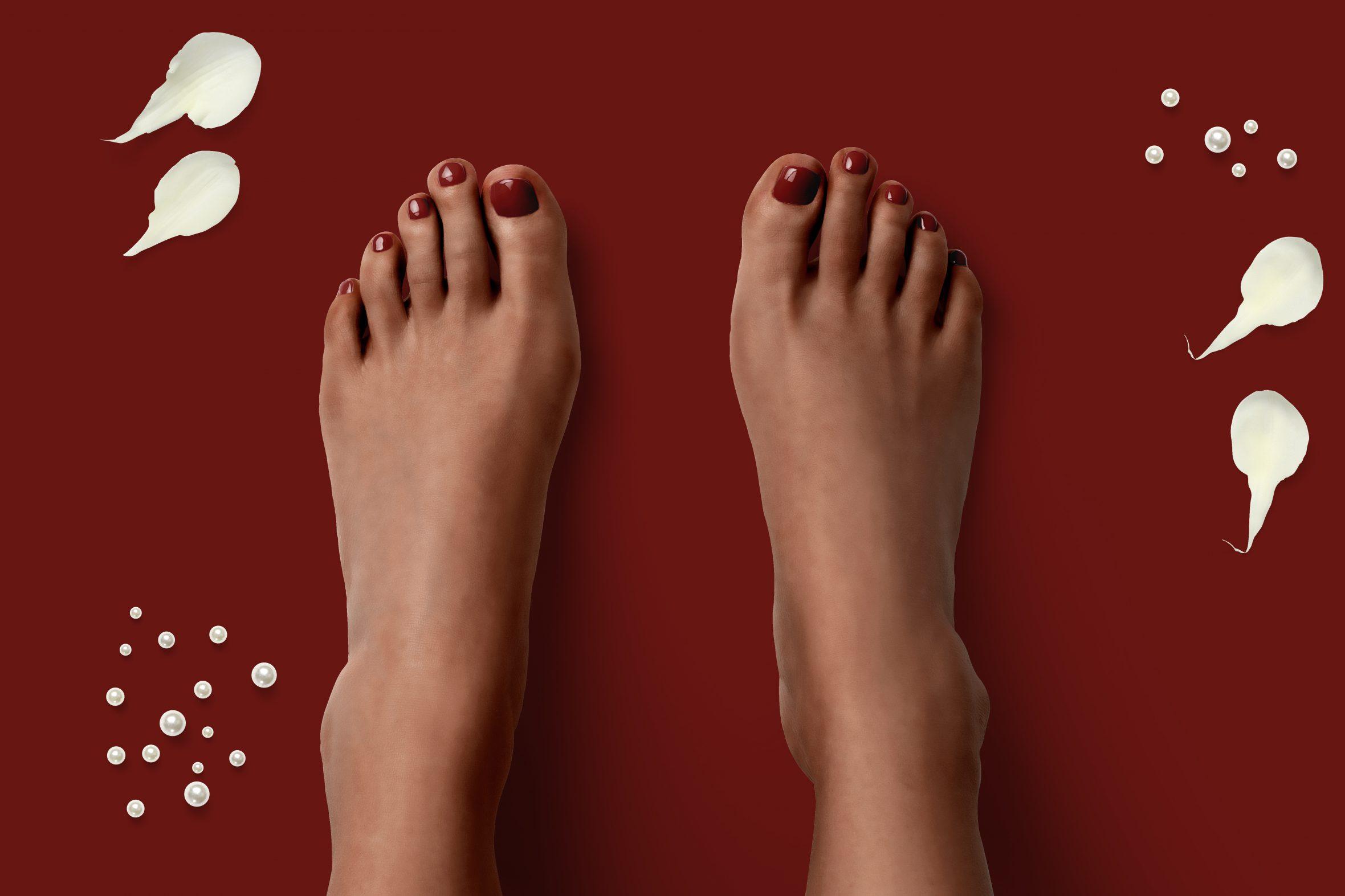 bordeaux rode nagellak op je teennagels voor een verzorgde pedicure