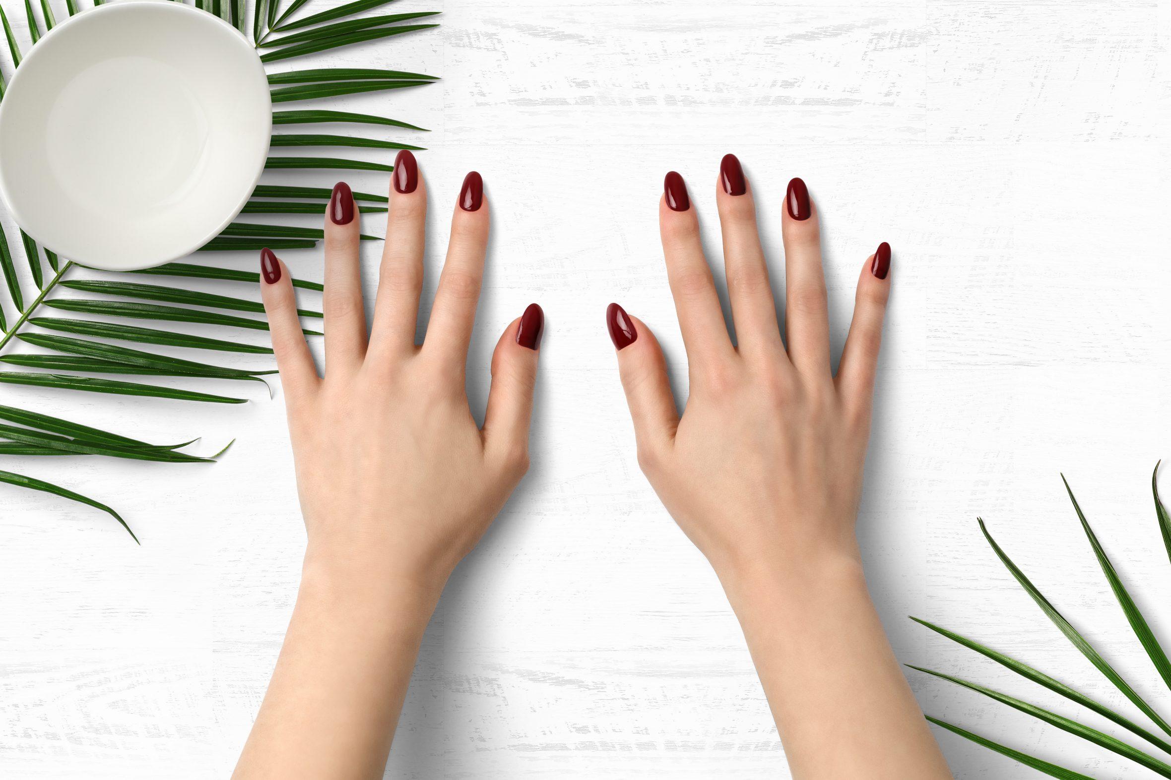 Kersenrode nagellak als beste nagellak voor een tijdloze manicure