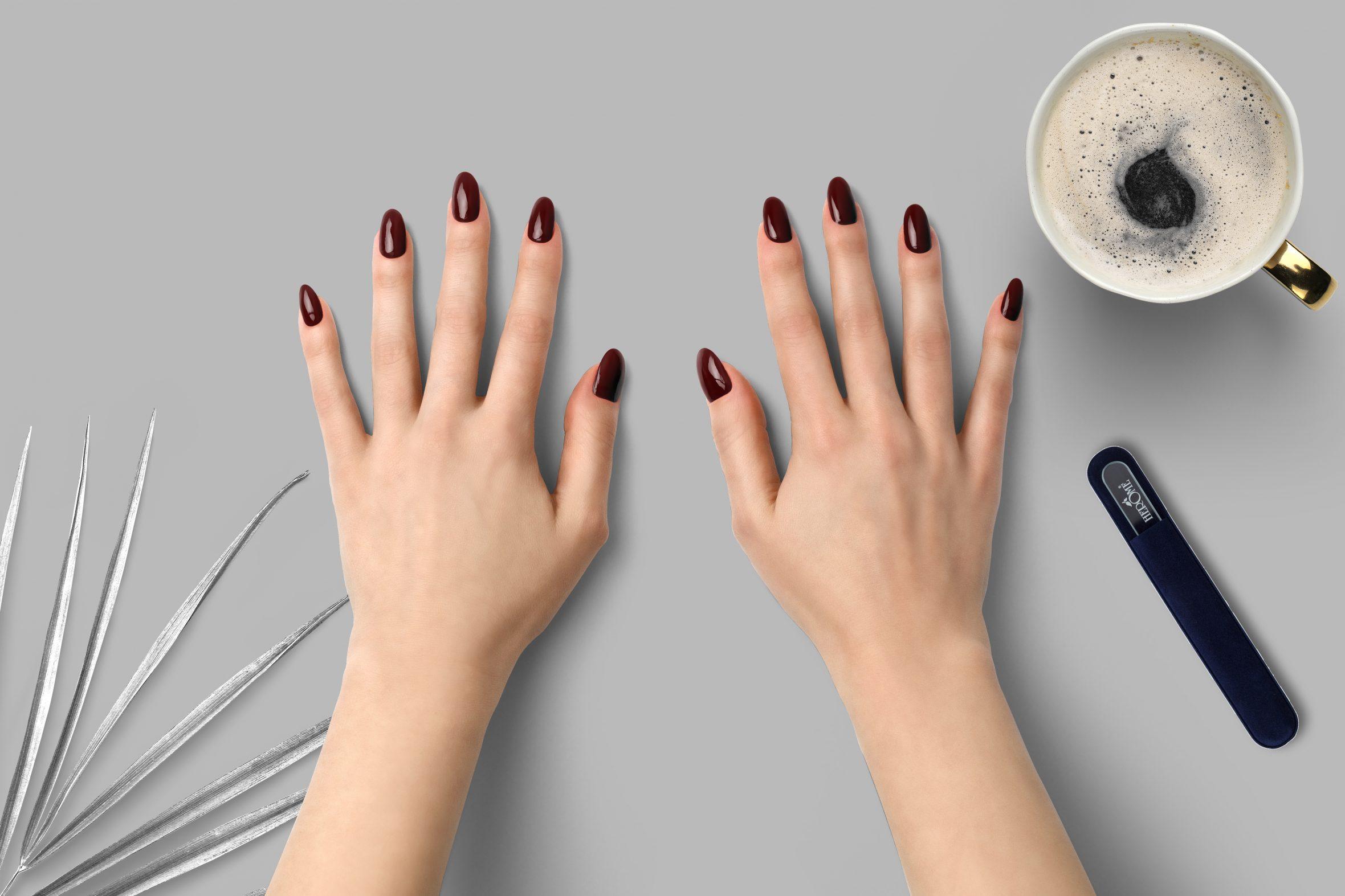 Wijnrode nagellak op je nagels als toevoeging op je nagellak set