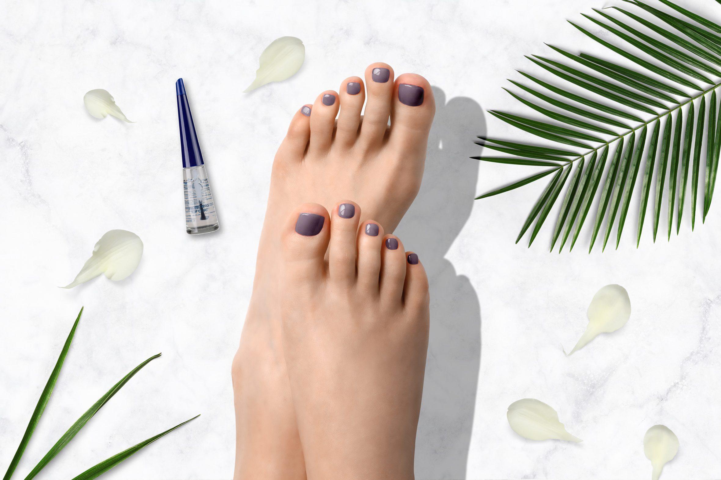 Lila nagellak van Herôme voor het lakken van je teennagels