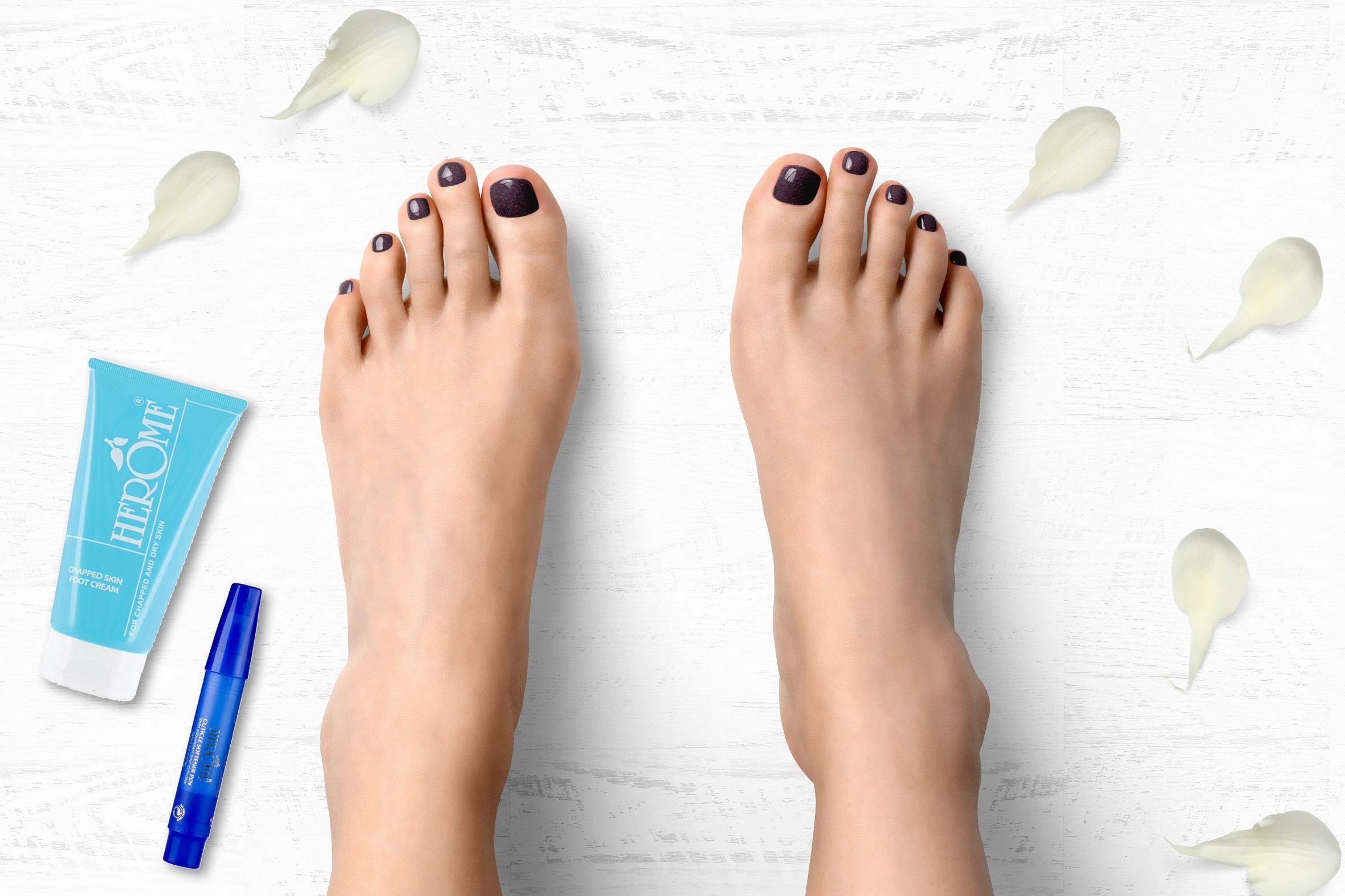 Paarse glitter nagellak van Herôme voor een lente/zomer pedicure
