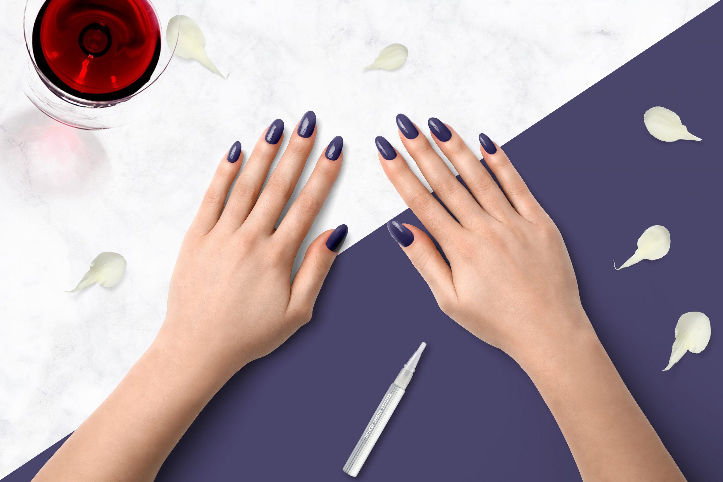 Donker paarse nagellak voor een herfst/winter nagellak trend