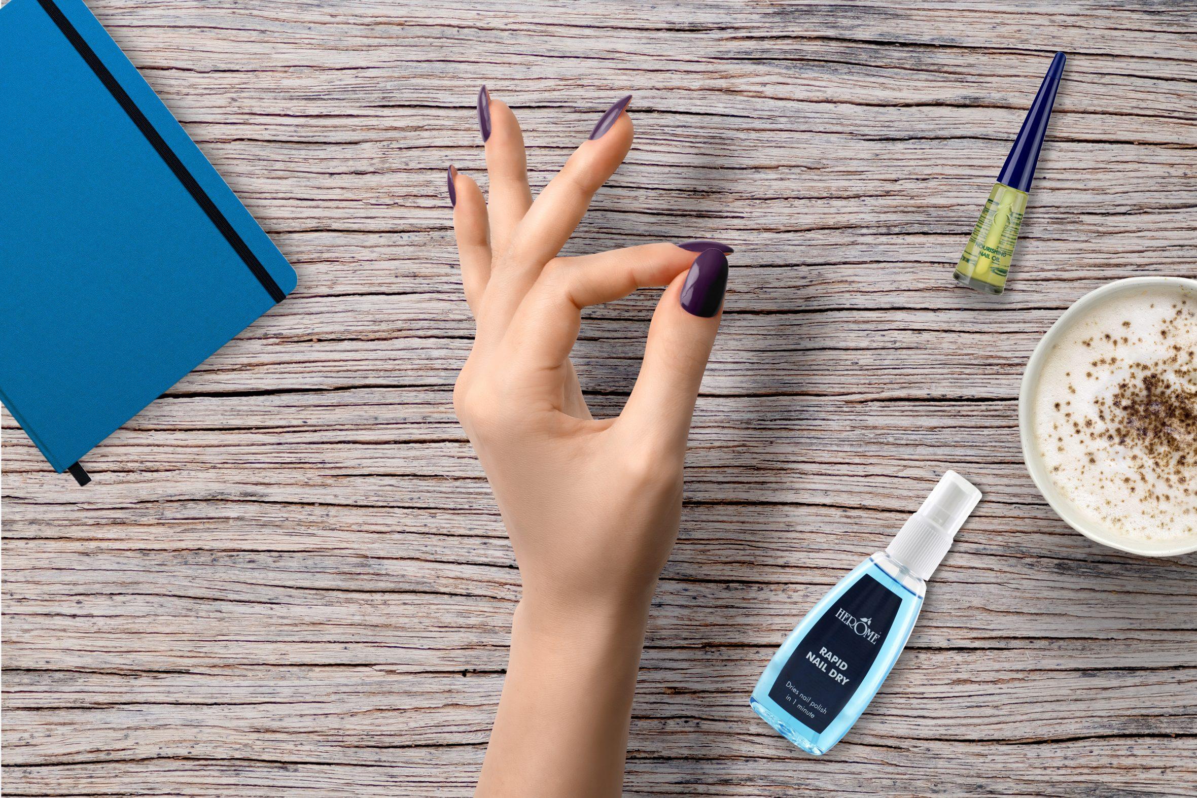 Paarse nagellak van Herôme voor je manicure