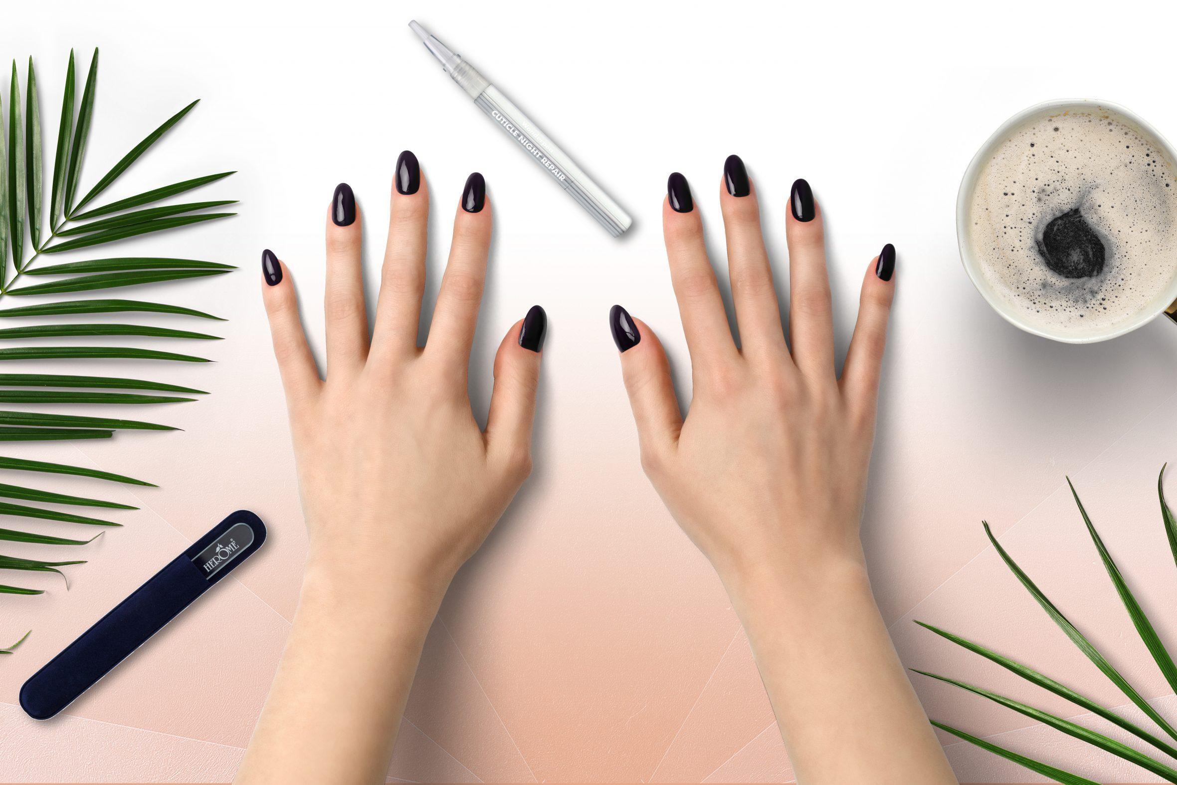 Donker paarse nagellak voor je nagellak trend manicure