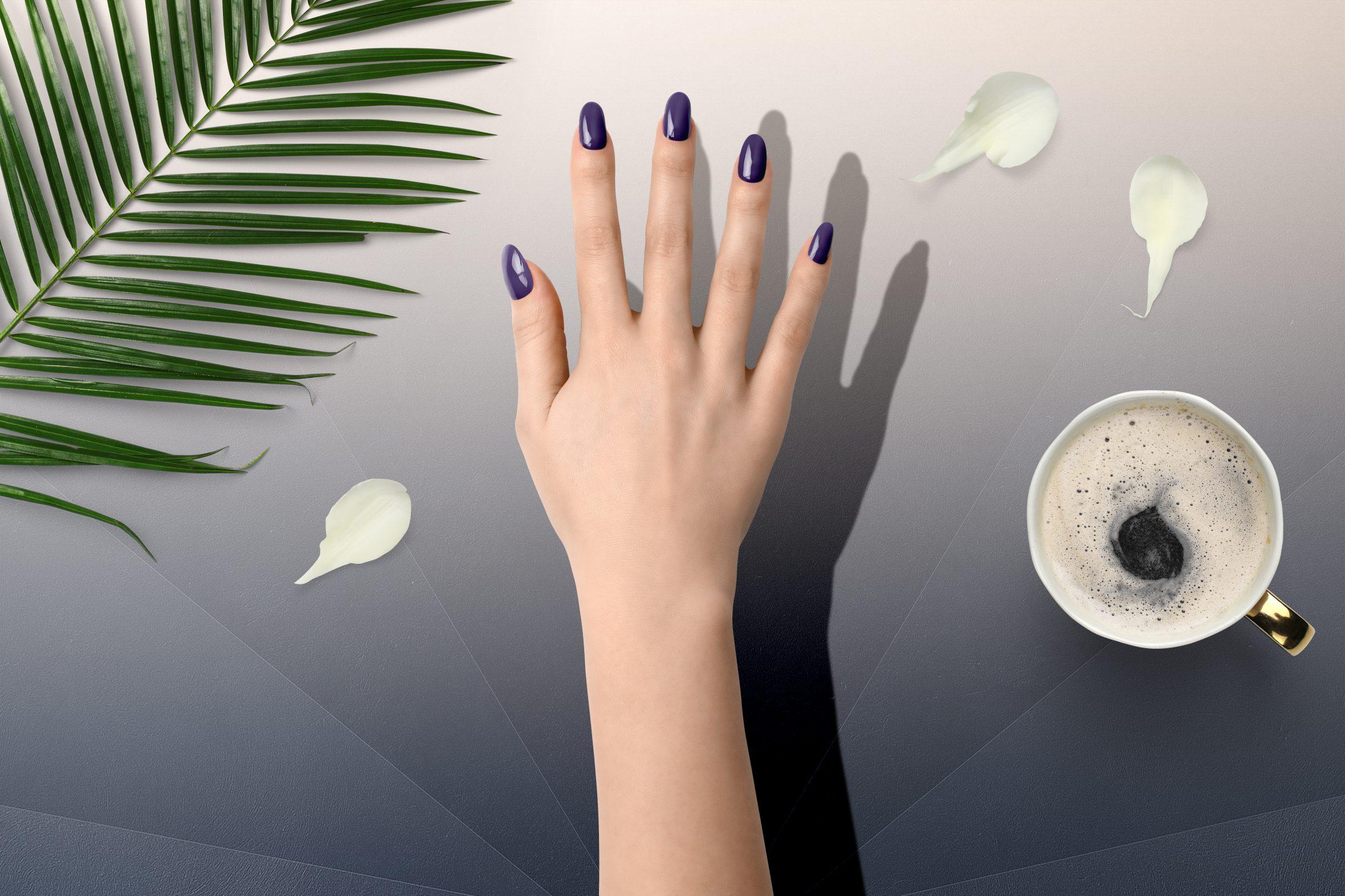 Paars metallic nagellak uit de Herôme nagellak collectie