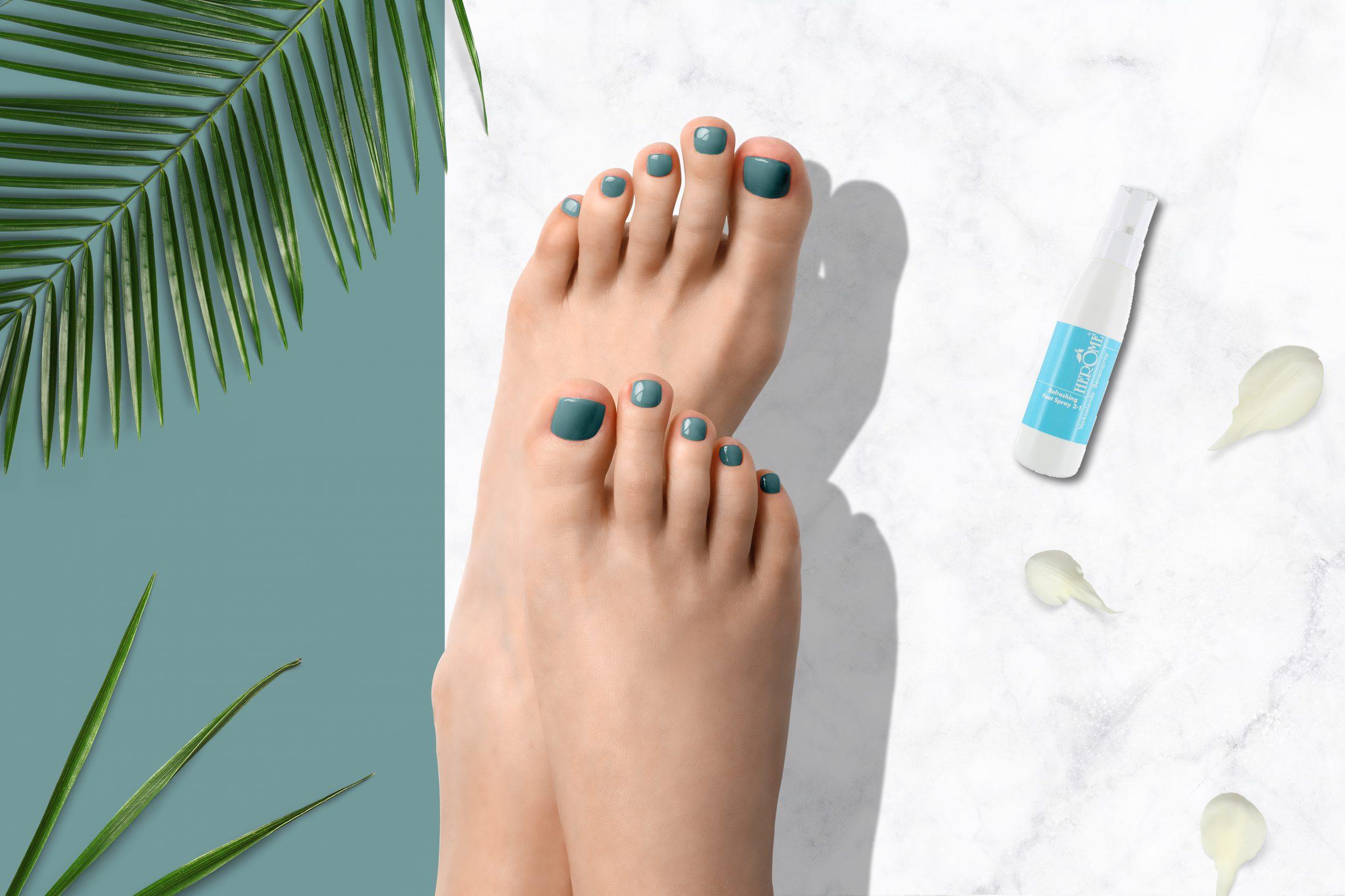 turquoise blauwe nagellak voor zomerse pediure