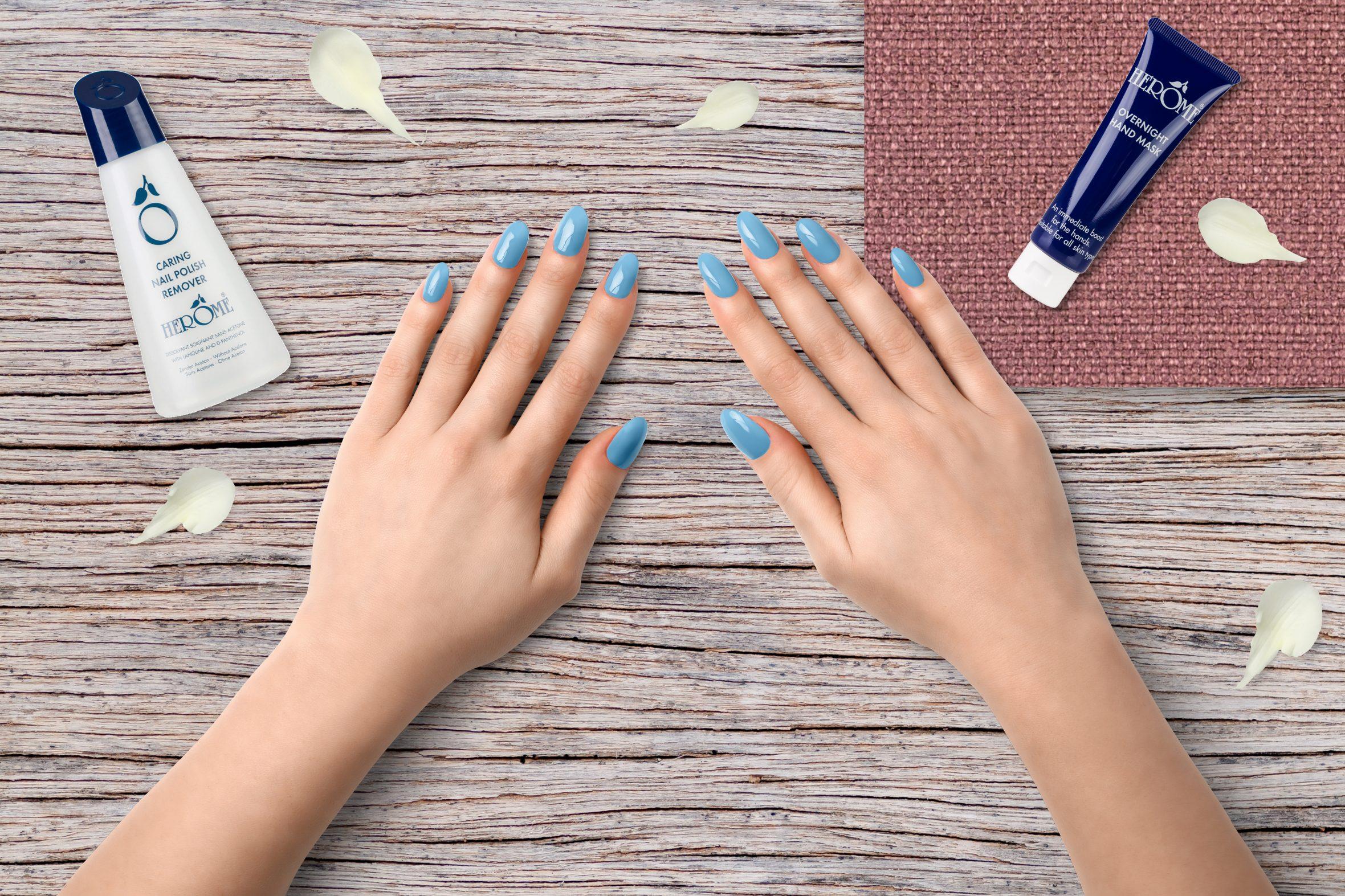lichtblauwe nagellak voor je manicure