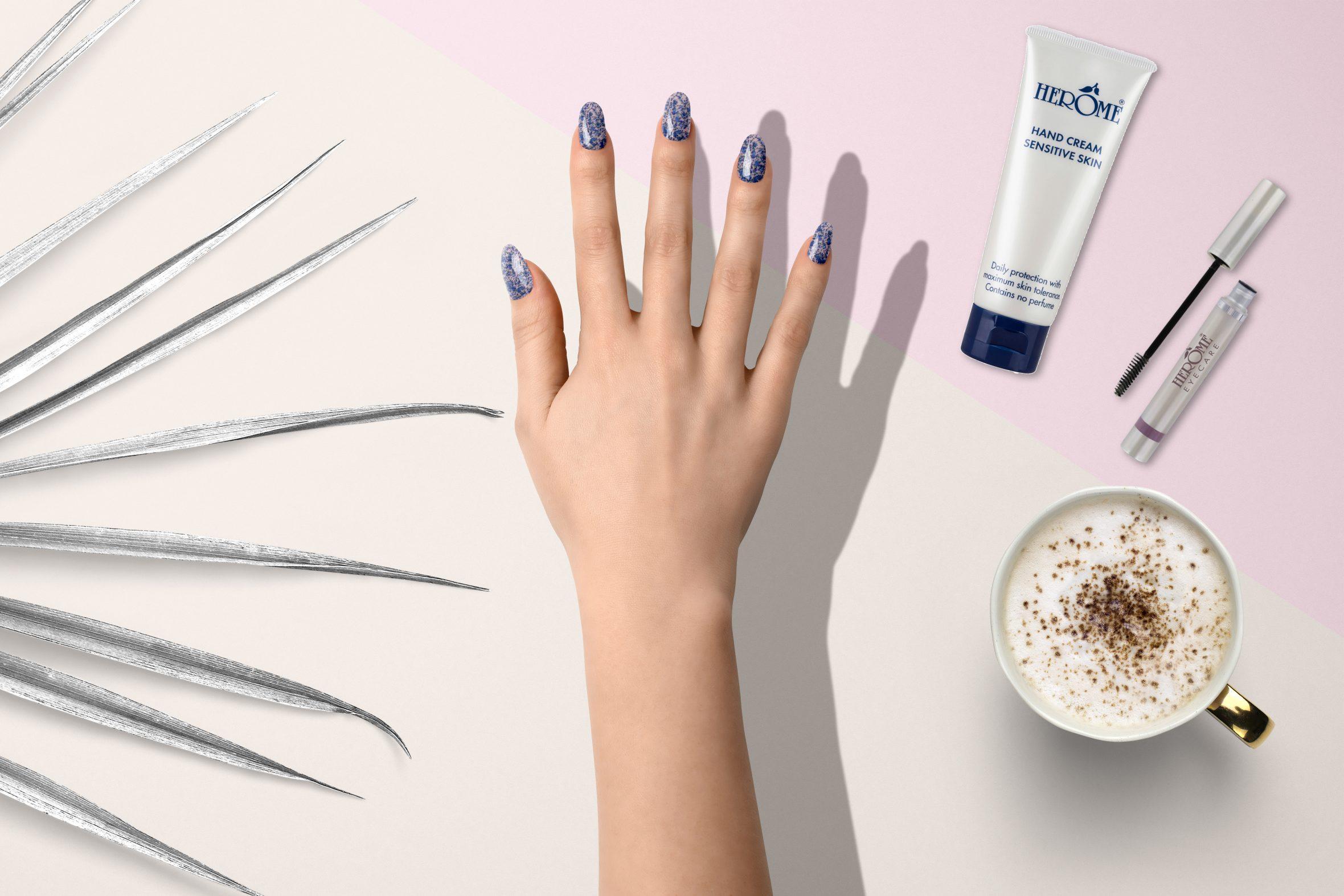 blauwe glitternagellak van Herôme voor je manicure