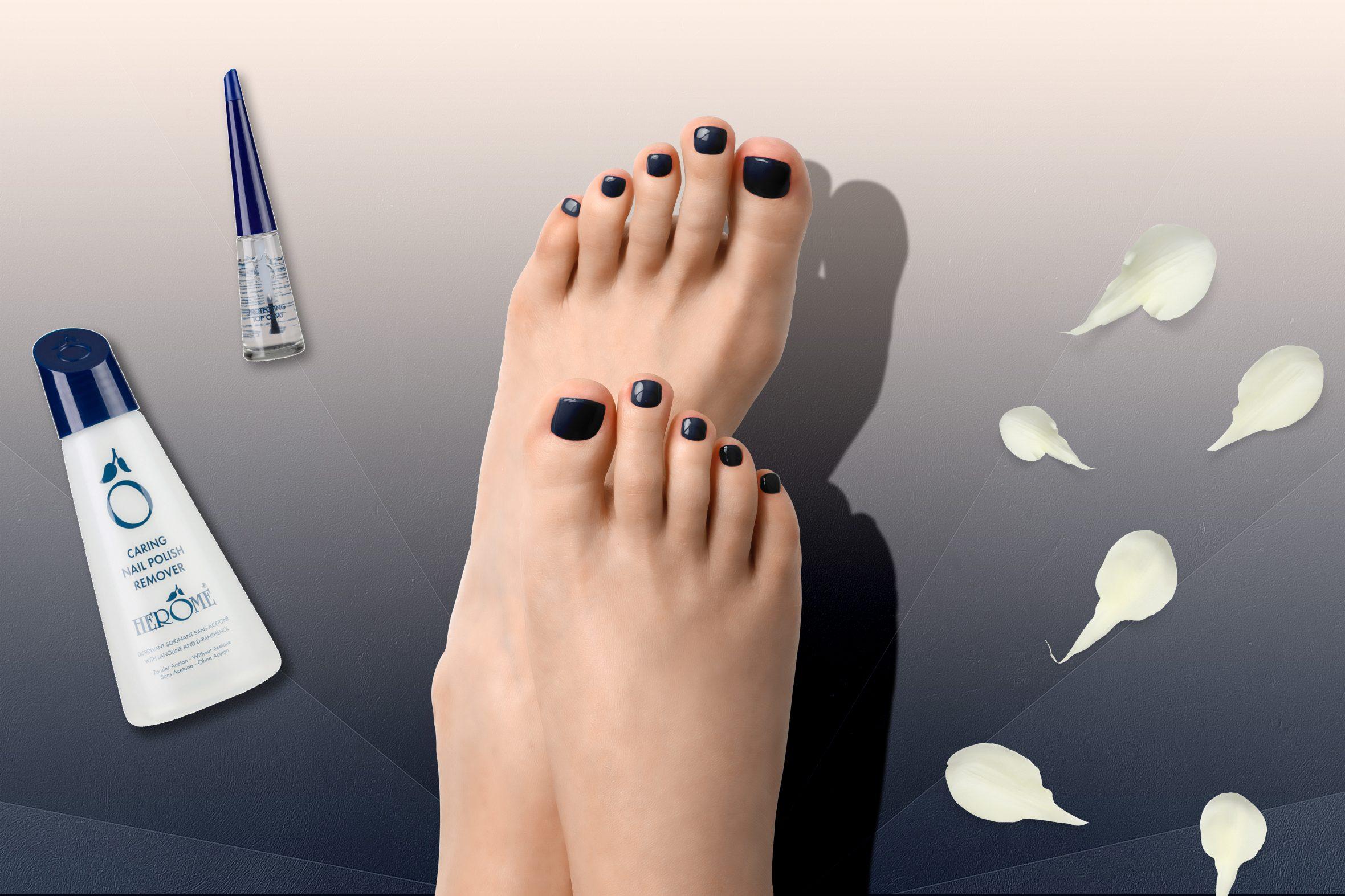 donkerblauwe nagellak van Herôme voor je manicure of pedicure