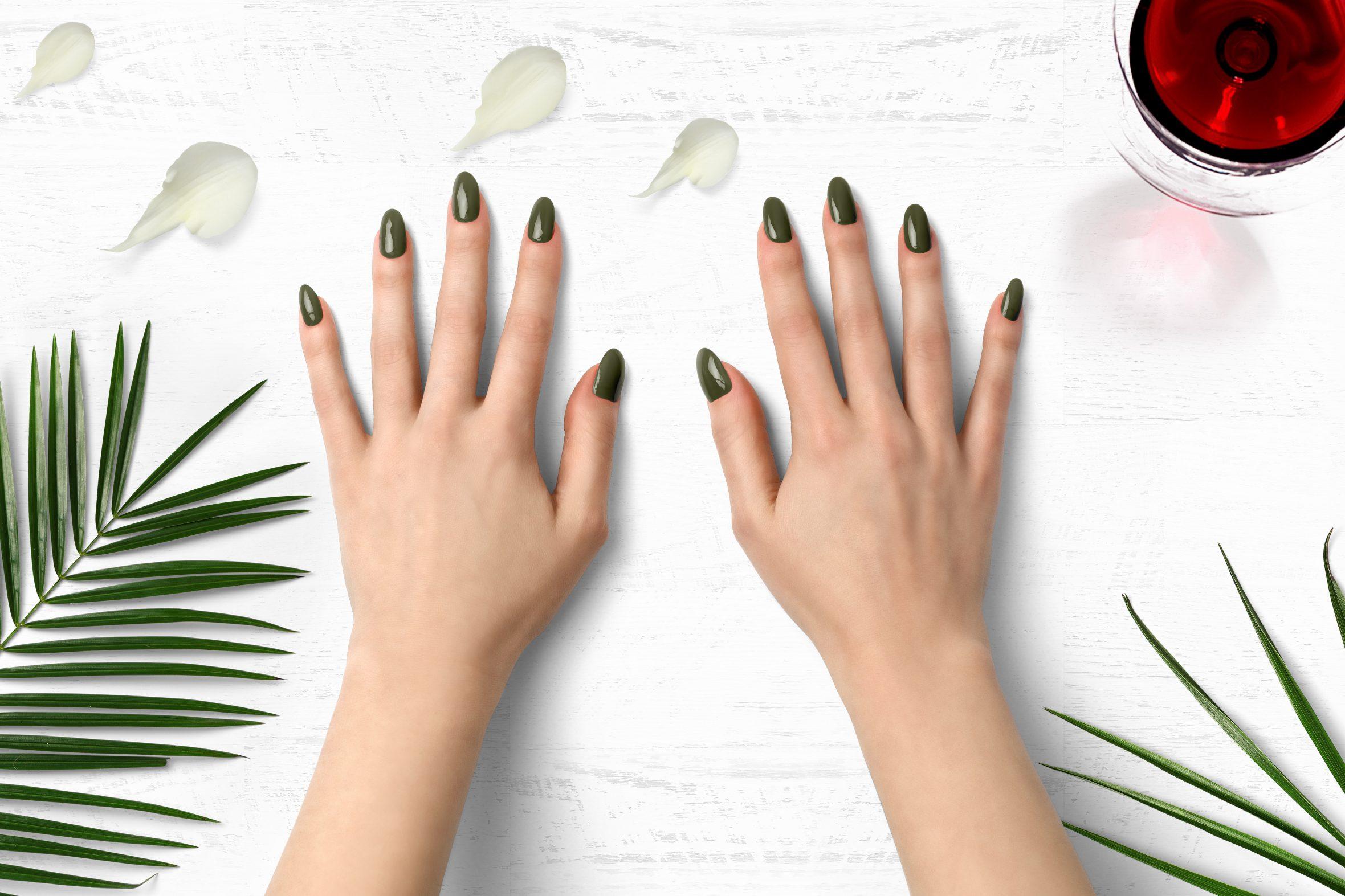 legergroene nagellak nummer 168 van de Herôme nagellak kleuren
