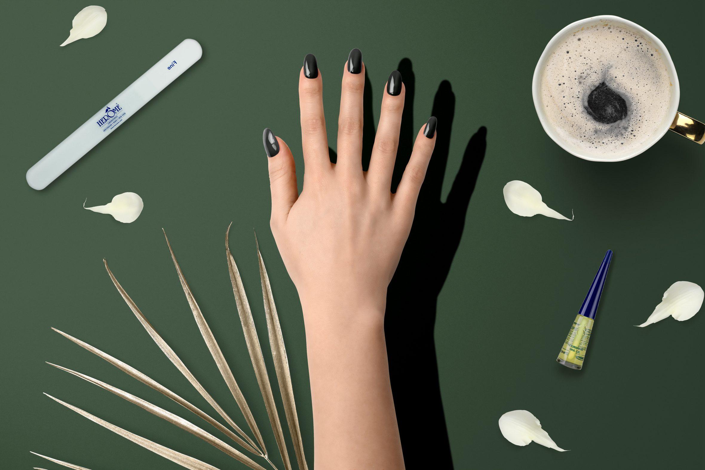 donkergroene nagellak kleurnummer 169 van de Herôme nagellak kleuren