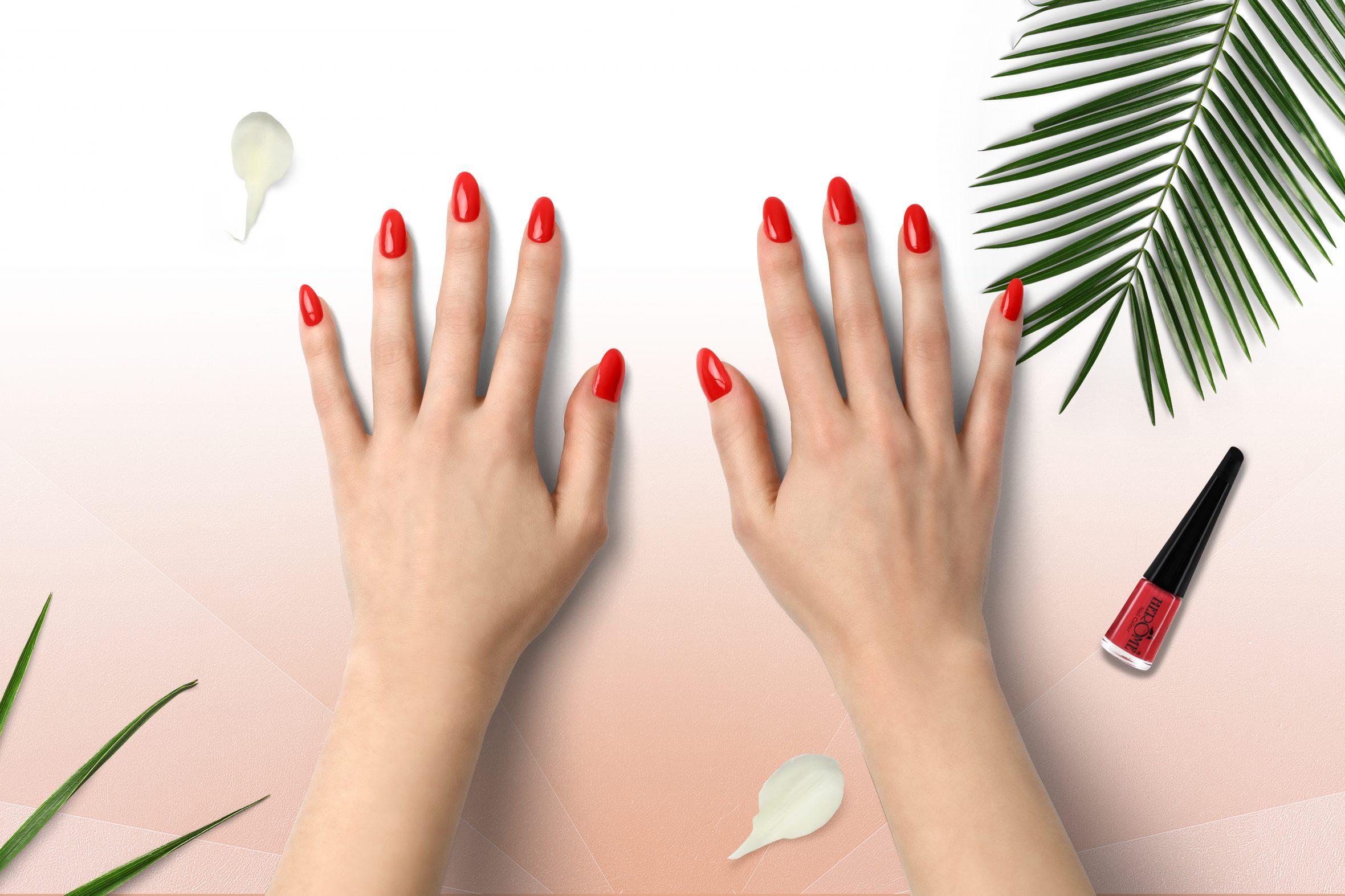 Koraal nagellak aanbrengen op je nagels