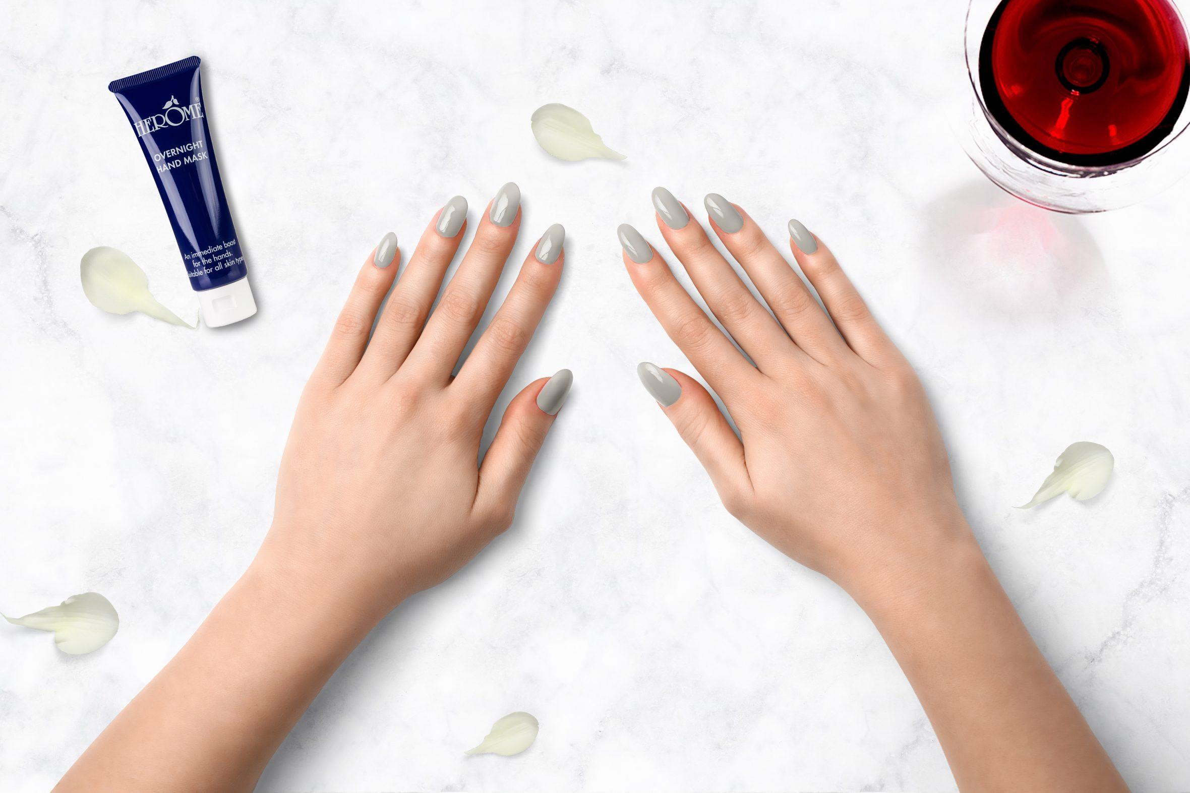 Lichtgrijze nagellak voor je manicure