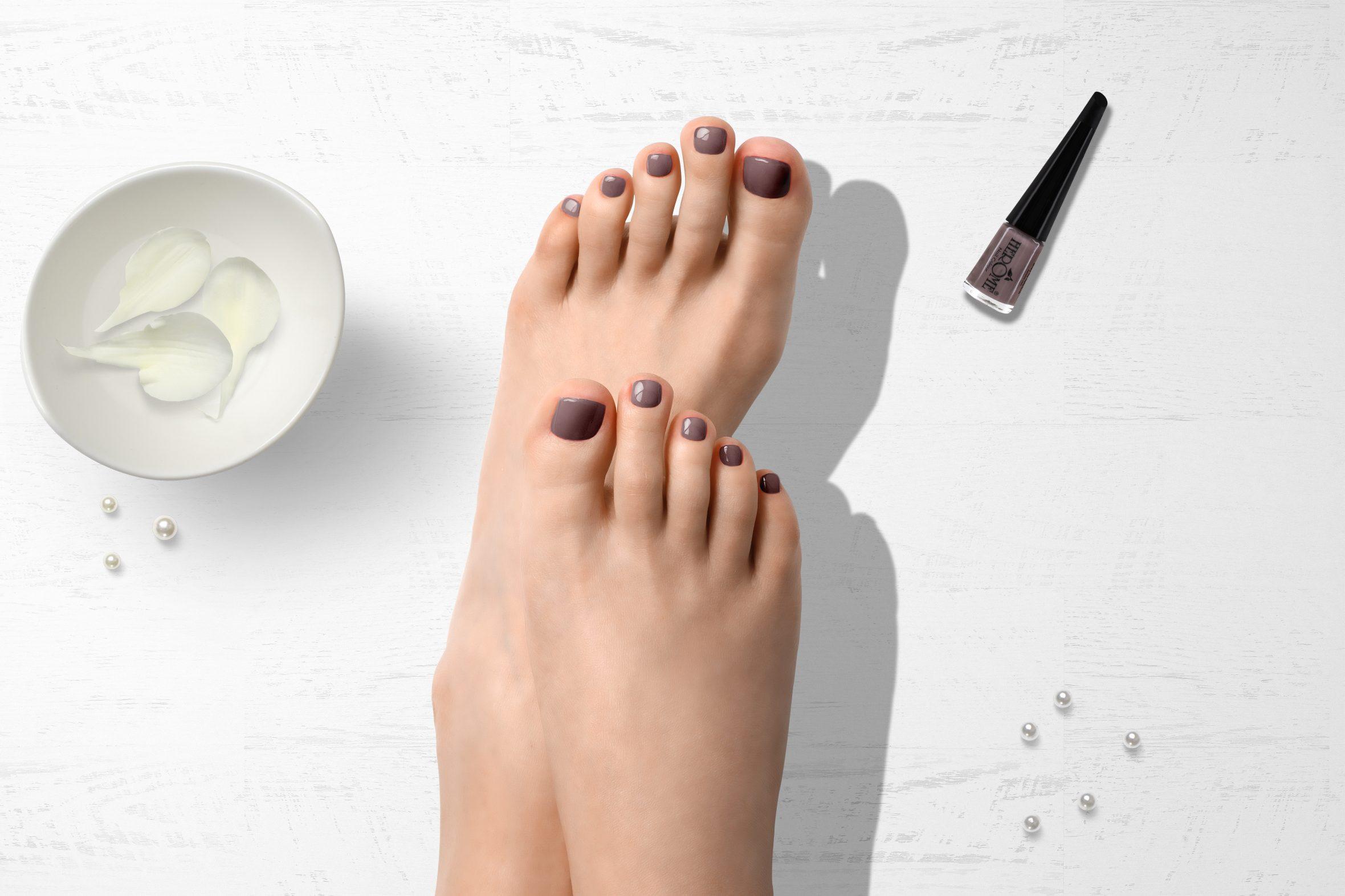 Herôme nude nagellak op teennagels