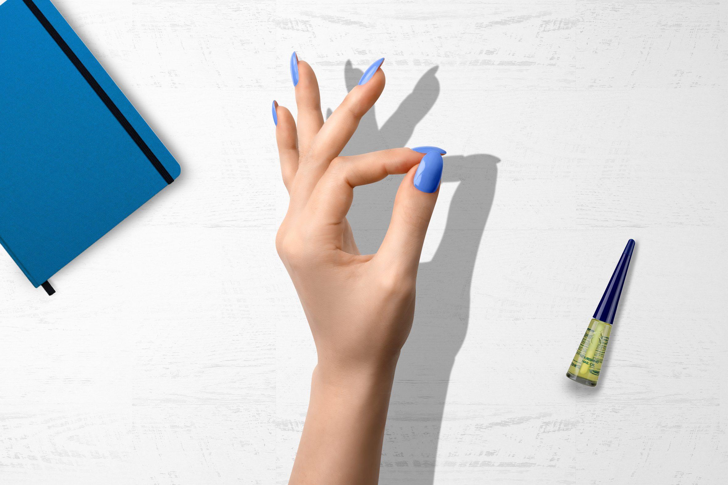 Hemelsblauwe nagellak kleur voor mooie manicure
