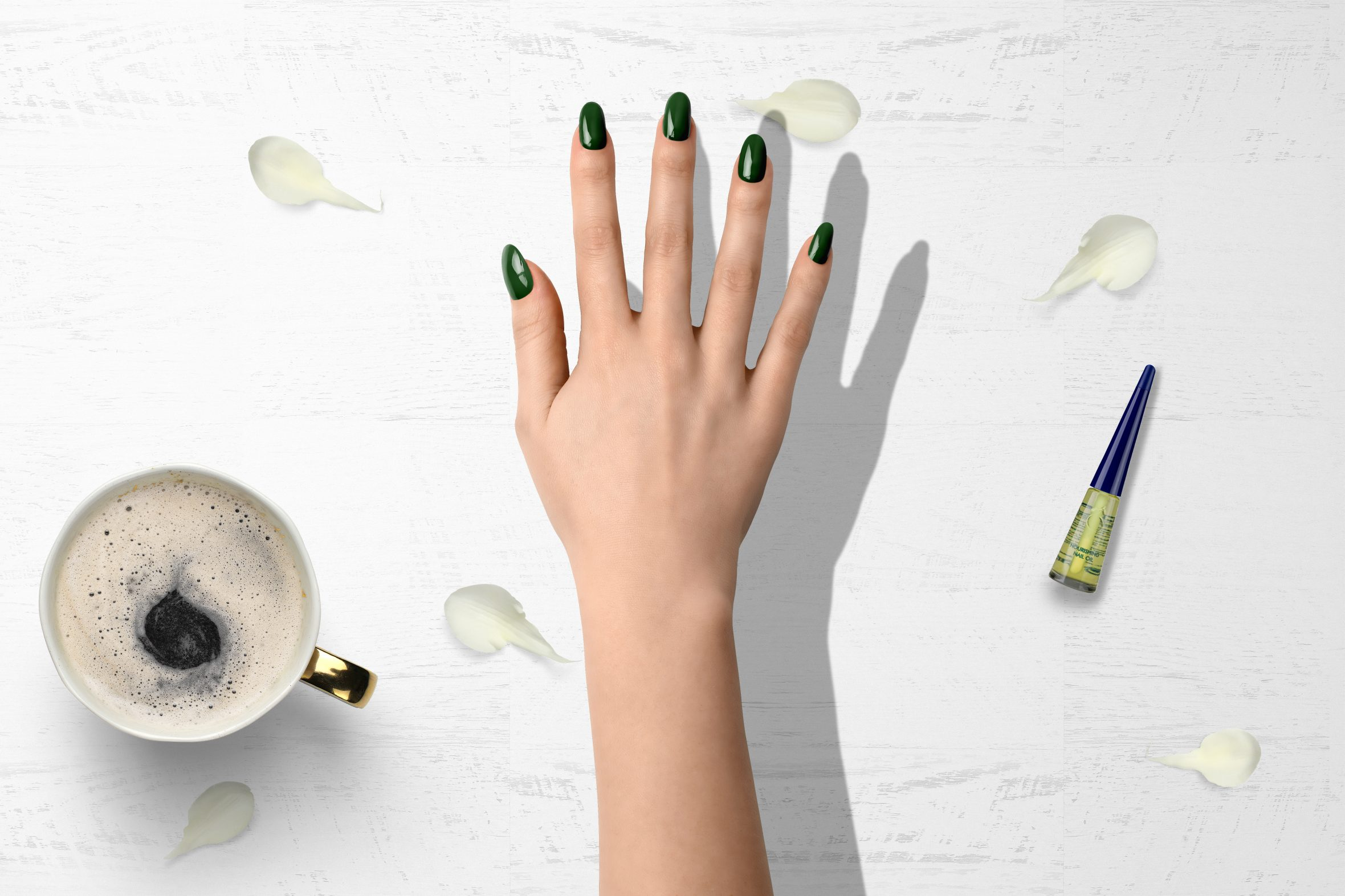 Donkergroene nagellak voor je trendy manicure