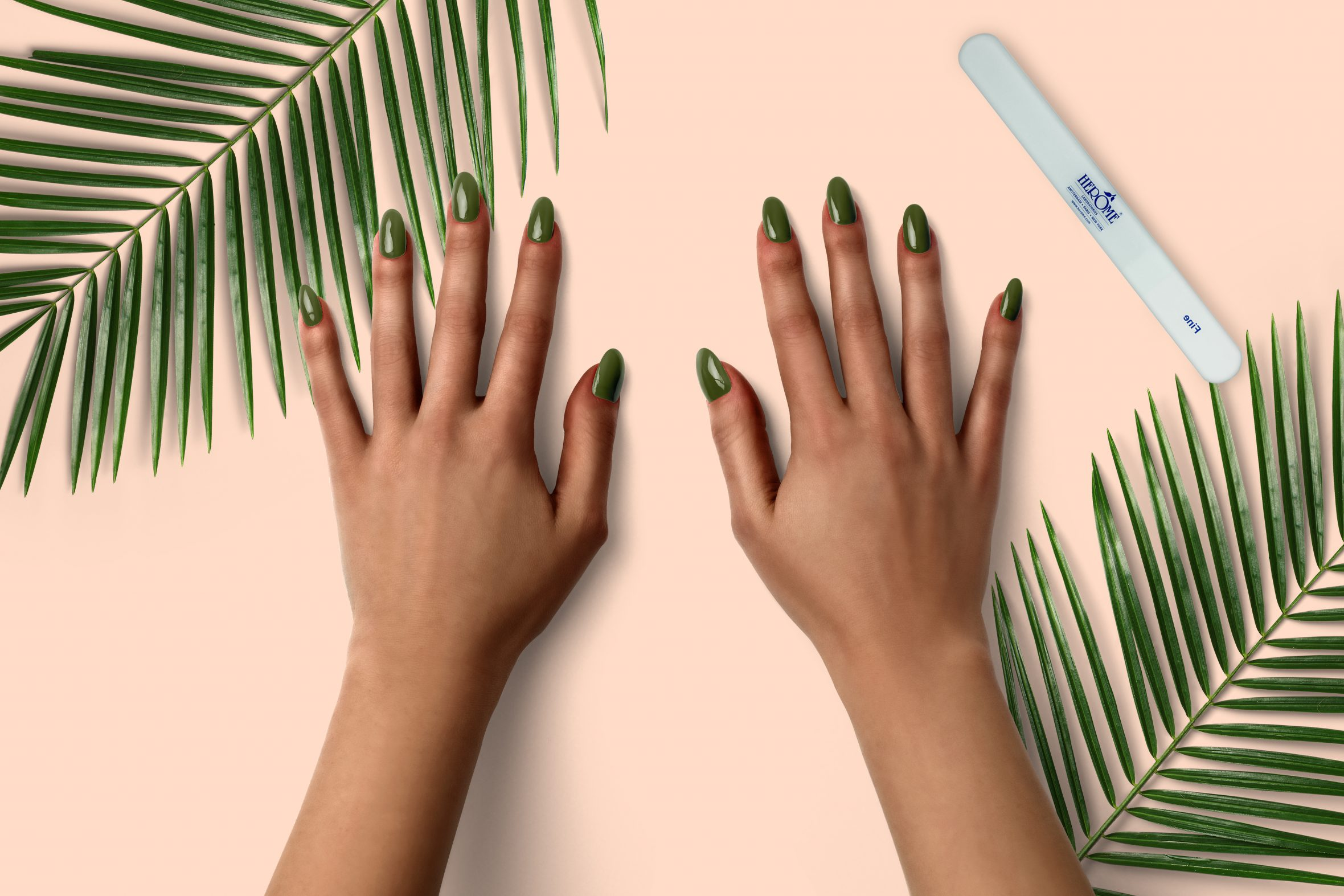 Metallic groene nagellak op je nagels