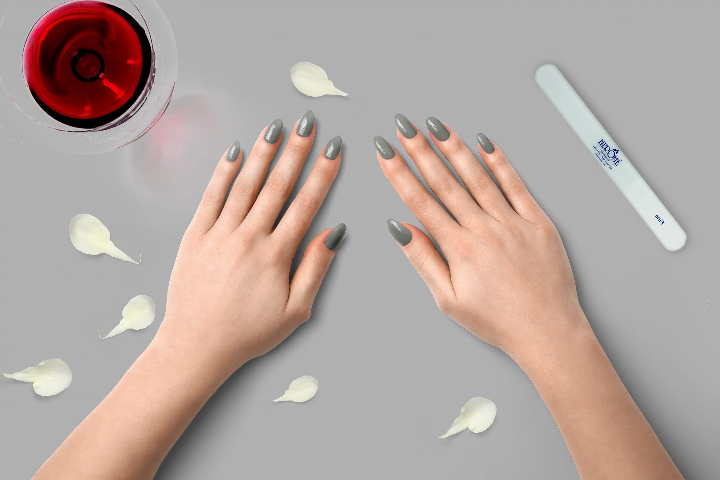 Licht grijze nagellak kopen van Herôme
