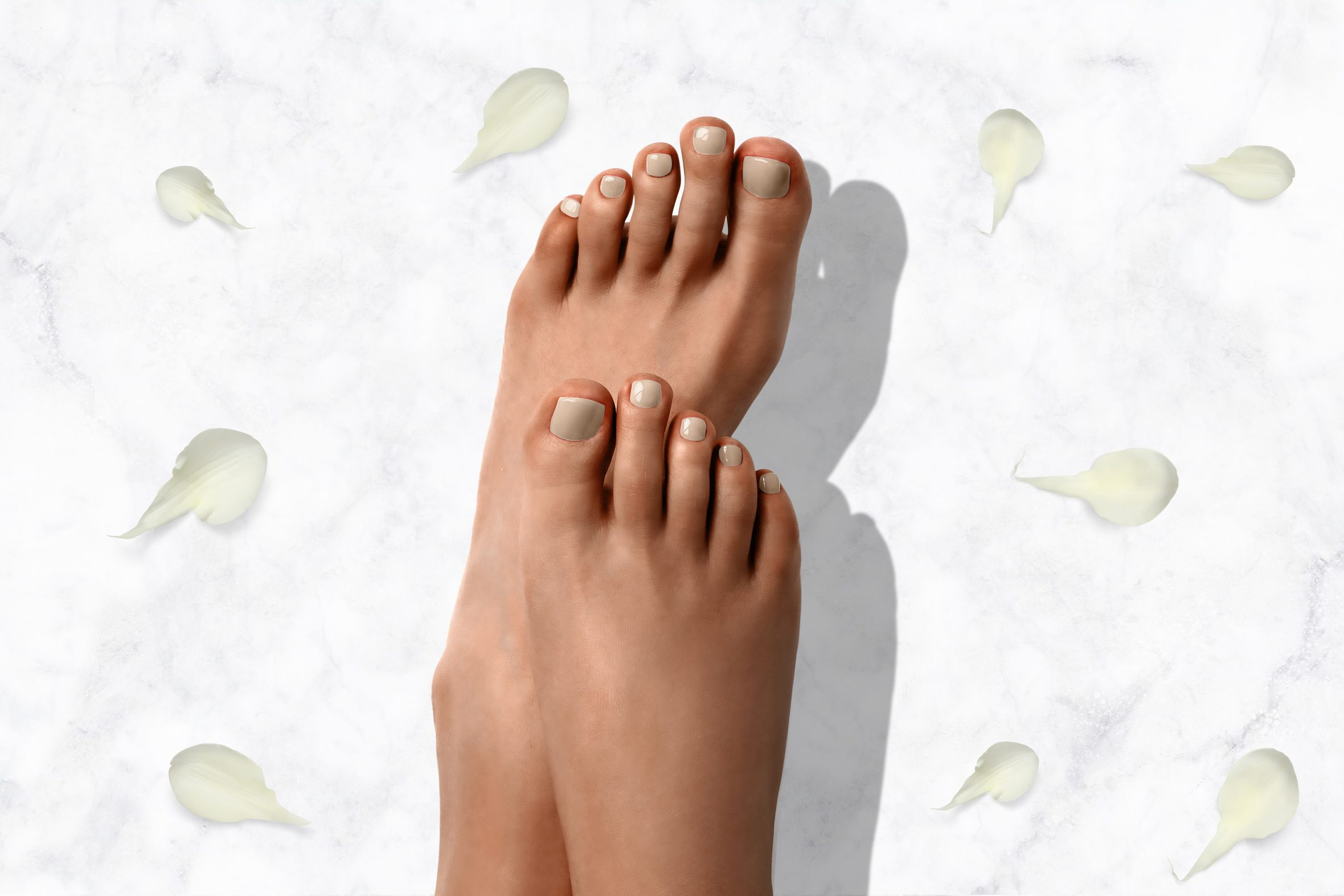 Lichte nude nagellak voor mooie nagels