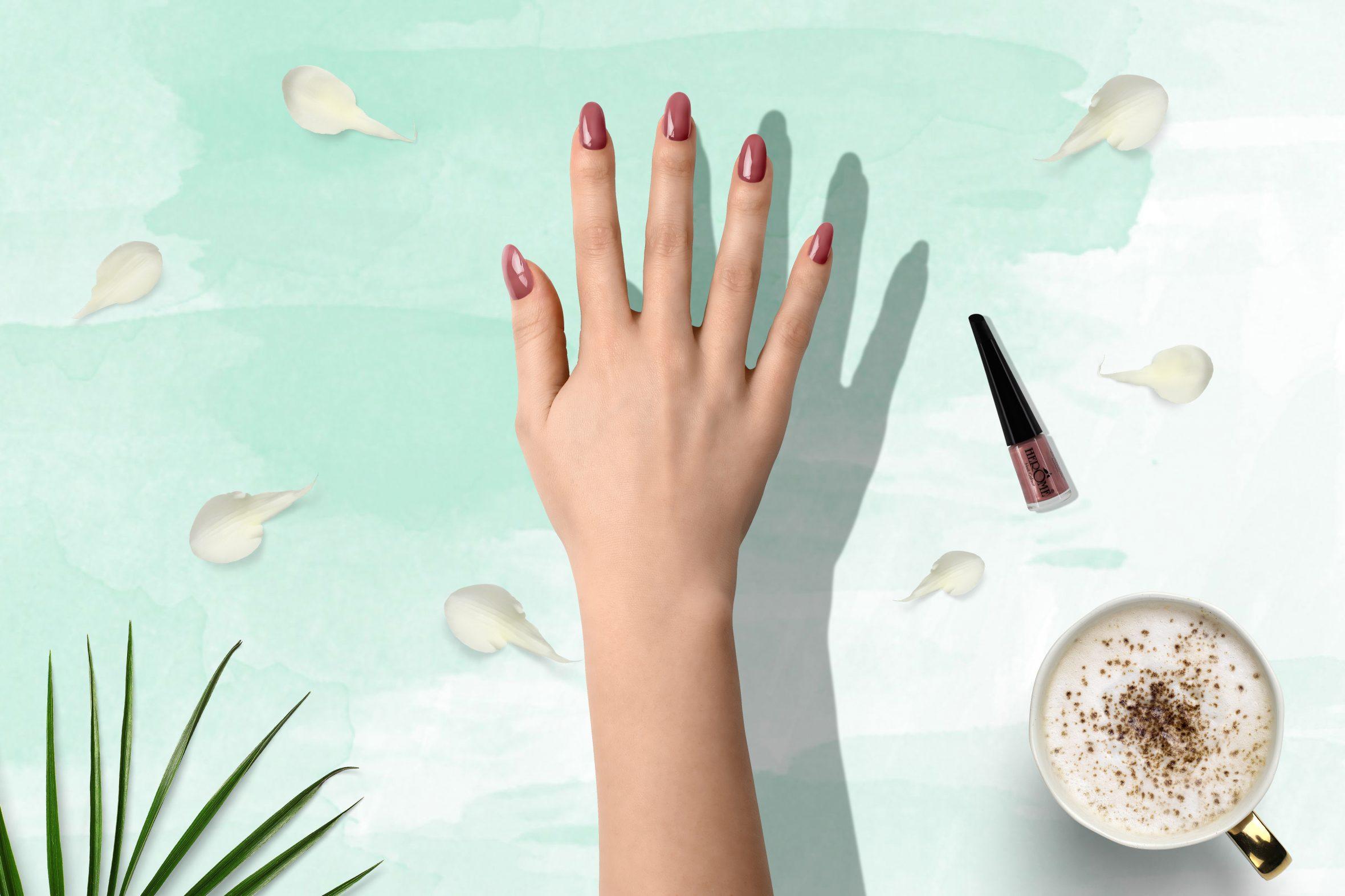 Oud roze nagellak voor mooie manicure