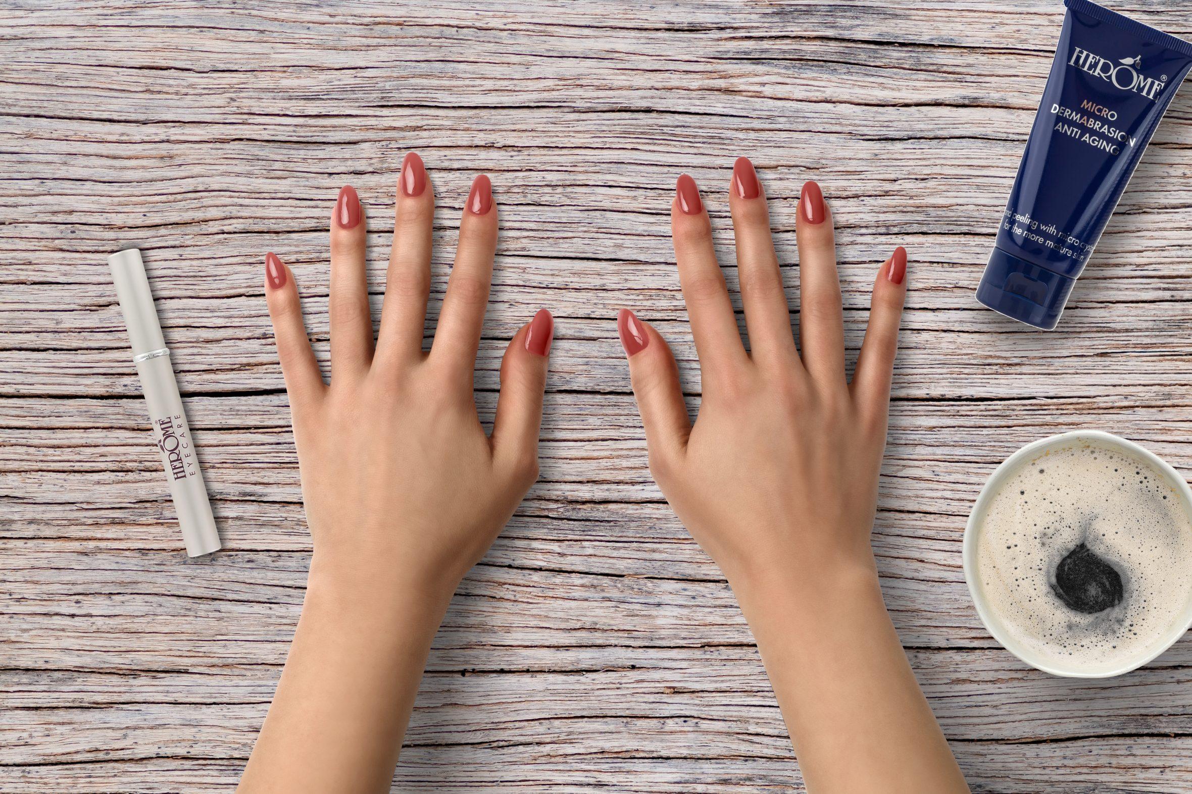 Roze nude nagellak voor je manicure
