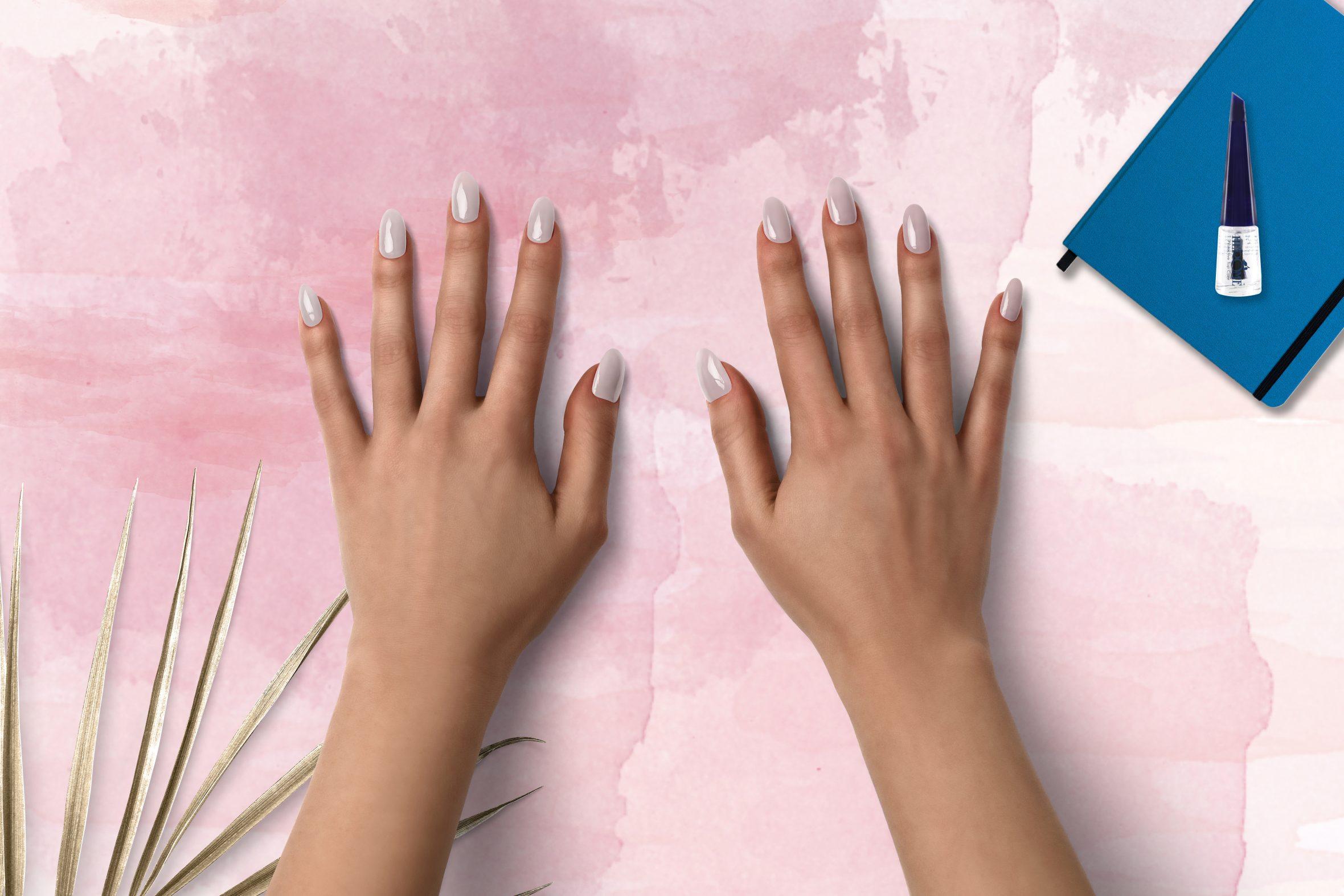 Roze parelmoer nagellak voor een natuurlijke manicure