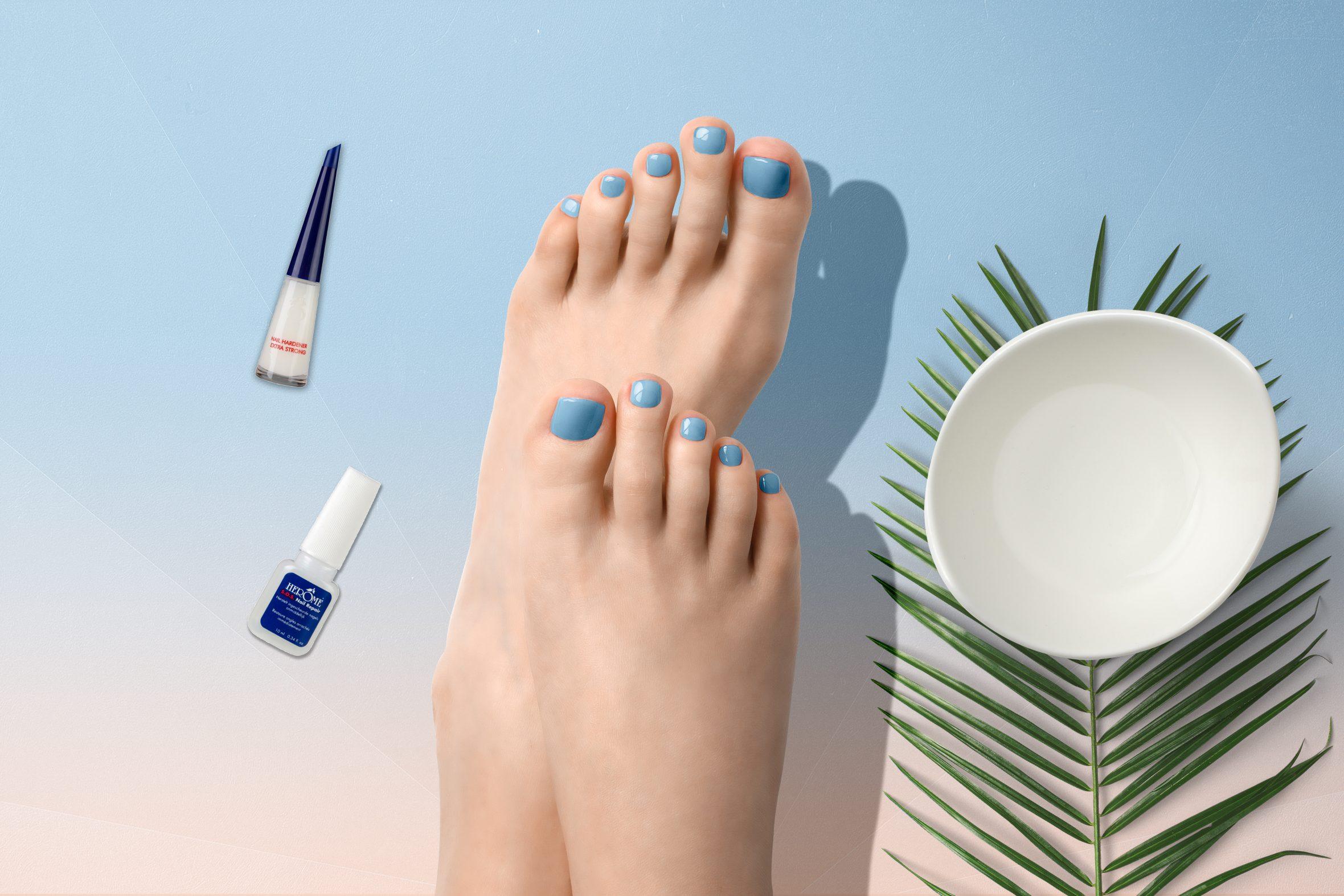 Blauwe nagellak van Herôme voor je pedicure zomer
